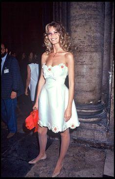 '90s celebrity style inspo: Claudia Schiffer