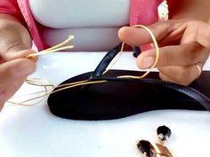 Shoe Crafts, Jewelry Crafts, Flip Flop Craft, Kutch Work Designs, Shoe Makeover, Decorating Flip Flops, Diy Bags Purses, Gift Bows, Crochet Shoes