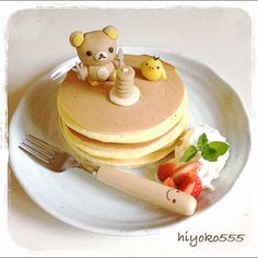 pancake on the pancake ♥ Dessert Cute Desserts, Delicious Desserts, Desserts Japonais, Japanese Food Art, Good Food, Yummy Food, Fun Food, Bento Recipes, Cafe Food