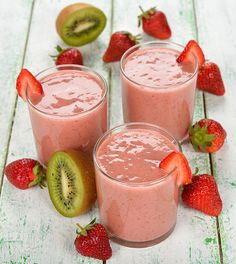 3 Simple Breakfast Recipes For Healthy Skin Strawberry Kiwi Smoothie, Fruit Smoothie Recipes, Healthy Snacks, Healthy Recipes, Healthy Skin, Vegan Ice Cream, Cookies Et Biscuits, Food Videos, Breakfast Recipes