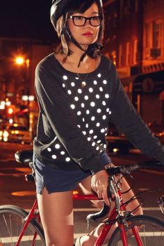 Reflective Polka Pullover for stylish nighttime riding. Buy Bike, Bike Run, Urban Cycling, Urban Bike, Cycle Chic, Cool Bike Accessories, Sport Fashion, Bike Fashion, Sportswear
