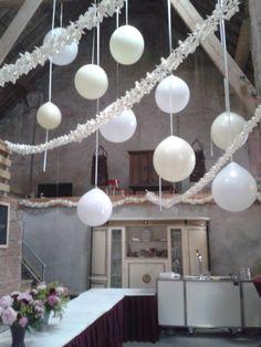 Grote ballonnen mooie decoratie voor een huwelijksfeest