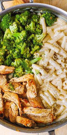 Chicken Broccoli Alfredo Pasta Chicken Broccoli Alfredo Pasta is an easy recipe that combines protein, carbs, and veggies in a simple homemade cream sauce. It's a perfect dish for creamy chicken pasta lovers! Chicken Broccoli Alfredo Pasta, Creamy Chicken Pasta, Salad Chicken, Shrimp Pasta, Broccoli Recipes, Chicken Recipes, Broccoli Salad, Pasta Recipes, Salad Recipes