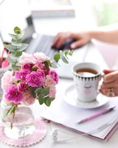 Coffee Love, Coffee Shop, Coffee Cups, Tea Cups, Tea And Books, Good Morning Coffee, Breakfast Tea, Coffee Photography, Jolie Photo