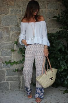 Pretty off the shoulder white top with cute print pants. Boho Outfits, Casual Outfits, Summer Outfits, Fashion Outfits, Ibiza Fashion, Women's Summer Fashion, Vetement Hippie Chic, Mode Hippie, Pantalon Large