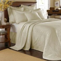 I'm not normally a fan of Fancy stuff, but this is just really pretty. Historic Charleston Collection™ King Charles Matelassé Bedspread & Accessories - JCPenney