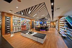 Экспрессивный дизайн магазина спортивной одежды Xtep в Китае