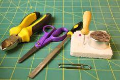 Emilian kotona Havumetsäntiellä: Raastinrauta Dollhouse Miniature Tutorials, Dollhouse Miniatures, Kitchen Design, Photo Wall, Diy, Miniatures, Hipster Stuff, Photograph, Design Of Kitchen