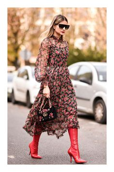 15 Long Sleeve Dresses for Fall - - Long Sleeve Dress / Street style fashion / Source by dariaklobucar Fashion Mode, New York Fashion, Modest Fashion, Boho Fashion, Fashion Dresses, Fashion Looks, Womens Fashion, Fashion Trends, Style Fashion