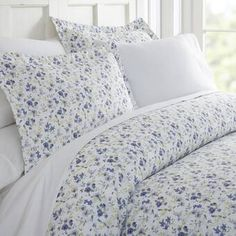 The Becky Cameron Blossoms Duvet Cover Set will enhance and improve your bedroom decor. Tailored for a perfect fit and made with the finest imported microfiber yarns for ultimate comfort. This luxury duvet cover set is expertly stitched for d Luxury Duvet Covers, Luxury Bedding Sets, Modern Bedding, Full Duvet Cover, Duvet Cover Sets, Bed Covers, California King Duvet Cover, Ruffle Bedding, Linen Duvet