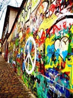 John Lennon Wall, Prauge.