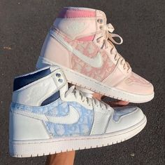 Jordan Shoes Girls, Girls Shoes, Nike Jordan Shoes, Teen Shoes, Air Jordan Sneakers, Cute Sneakers, Sneakers Nike, Dior Sneakers, Sneakers Women