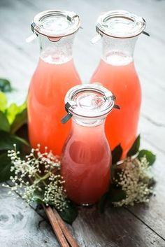 Rabarbersaft med hyldeblomst og lime