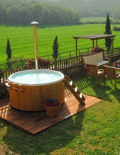 Japanese Soaking Tubs Are A Great And Natural Looking Hot Tub - Outdoor japanese soaking tub