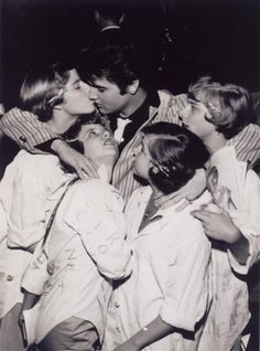 Elvis---Wouldn't you like to have been the lucky one and not just an onlooker?  :)