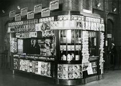 Rautatiekirjakaupan myymälä Helsingin Rautatieasemalla 1930-luvun alussa.