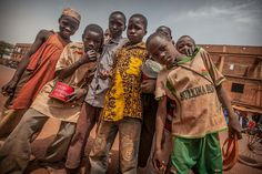 poor street children on the border mali burkina faso, Sahel (by anthony pappone photographer)