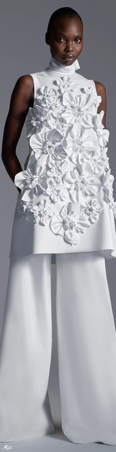Floral Fashion, White Fashion, Diy Fashion, Fashion Dresses, Womens Fashion, Fashion Design, Couture Details, Fashion Details, Flower Dresses