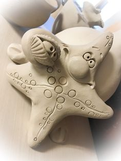 Clay Art Projects, Ceramics Projects, Clay Crafts, Arts And Crafts, Ceramic Pottery, Pottery Art, Clay Fish, Pottery Animals, Ceramic Angels