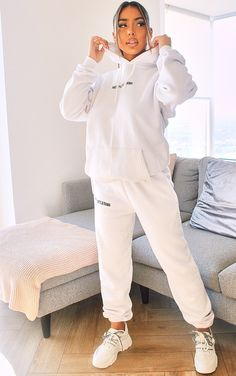 Swag Outfits For Girls, New Outfits, Urban Outfits, Ensemble Nike, Trousers Women, Pants For Women, White Tracksuit, Jogging Outfit, Girls Joggers