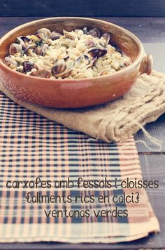Artichokes with beans and clams. Diet meals rich in Calcium (Carxofes amb fessols i cloïsses (aliments rics en calci)