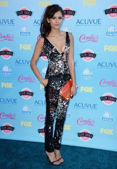 Le tapis rouge des Teen Choice Awards 2013: Nina Dobrev dans un ensemble J.Mendel.