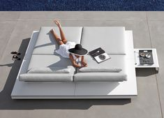 Manutti Elements Sun Lounger | Sun Loungers | Contemporary Furniture