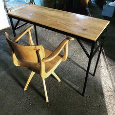 Dein neuer Schreibtisch?  #upliving #newdesk #office #interiordesign #interior #new #desk #table #forsale #thankyoubaby #inspiration #nevergiveup