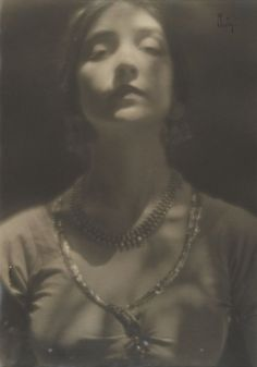 Portrait of Ruth St Denis by Edward Weston (1916)