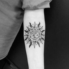 Confira nossa super seleção com 60 fotos de tatuagens de sol belíssimas e inspiradoras. Veja mais.