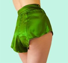 A stunning pair of French knickers (tap pants) in emerald green silk satin. These demure yet ever so slightly naughty French knickers have six Lingerie Vintage, Hot Lingerie, Lingerie Sleepwear, Bride Lingerie, Silk Sleepwear, Silk French Knickers, Silk Knickers, Knickers Pants, Patron Vintage