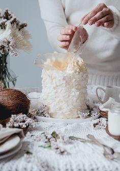 Deluxe White Coconut Cake | Historias del Ciervo