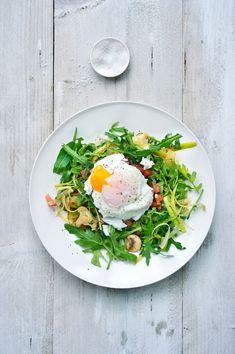 """Het lekkerste recept voor """"Lauwe salade met geitenkaas en een gepocheerd eitje"""" vind je bij njam! Ontdek nu meer dan duizenden smakelijke njam!-recepten voor alledaags kookplezier! Go For It, Vegetarian Recipes, Salads, Veggies, Lunch, Vegan, Healthy, Breakfast, Ethnic Recipes"""
