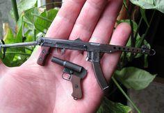 Модели ППС-43 и ОСШ-42 в масштабе 1х5. Материал сталь и дерево. Автор Сергей Слободин.