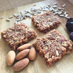 """Günaydın🌻 Faydalı ve enerjik bir hafta olması dileğiyle🙏🏻 Badem,ceviz,hurma, ayçekirdeği ile hazırladığım """"Protein Bar"""" 💪🏻👍🏻 #günaydın #goodmorning #instagood #foodporn #energetic #protein #delish #healthybreakfast #colazione#kahvaltı #coffee#breakfast #glutenfree  Yummery - best recipes. Follow Us! #foodporn"""