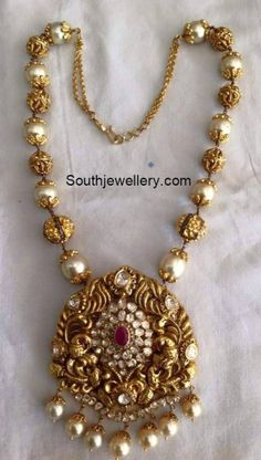 Gold Jewelry Design In India Info: 6609611953 Pearl Necklace Designs, Gold Earrings Designs, Gold Designs, Necklace Set, Gold Bangles Design, Gold Jewellery Design, Handmade Jewellery, Designer Jewellery, Latest Jewellery