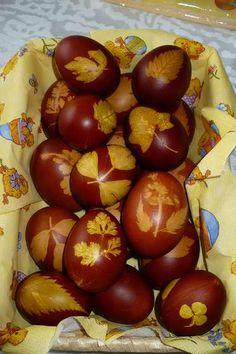 Julekugler: æg farvet med løgskaller