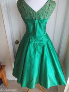 vintage-50s-satin-lace-stunning-party-dress-full-skirt-bows-lucy-audrey-day ~ BACK