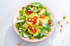 Spinach salad with pasta and avocado - brighten your with this pretty salad packed with lots of flavor. Quick Healthy Meals, Healthy Eating, Healthy Recipes, Pasta Recipes, Salad Recipes, Fresco, Spinach Salad, Summer Salads, How To Cook Pasta