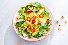 Spinaziesalade met pasta en avocado - Recept - Allerhande