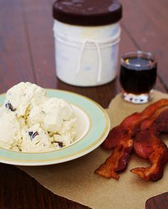 Maple and Chocolate-Bacon Crunch Ice Cream (Paleo) 4 cups full fat coconut milk 1 pack gelatin 1 cup maple syrup 6 egg yolks 3 tbsp unsalted butter Pinch salt 4 pieces of thick cut bacon ounces Dark Chocolate Bacon Ice Cream, Paleo Ice Cream, Homemade Ice Cream, Primal Recipes, Dairy Free Recipes, Whole Food Recipes, Gluten Free, Paleo Sweets, Paleo Dessert