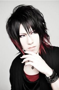 Dolce. Guitarist -> Daiki (love the hair cut, tips, yes)