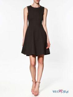 Nie wiem jak u was, ale u nas dziewczyny na komers MUSZĄ mieć czarne lub granatowe sukienki ;(