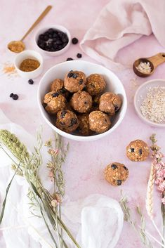 Healthy Packed Vegan Lunches + Quick Snacks - earthly taste - collab with iHerb Quick Snacks, Yummy Snacks, Curry Seasoning, Simply Organic, Dried Blueberries, Vegan Lunches, Chocolate Protein, Plant Based Protein, Blue Berry Muffins