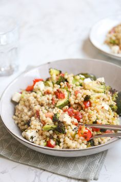 Parelcouscous met pesto en broccoli – Food And Drink Healthy Summer Recipes, Quick Healthy Meals, Healthy Cooking, Veggie Recipes, Baby Food Recipes, Vegetarian Recipes, Vegan Diner, Lunch Saludable, I Love Food