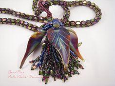 Perlengefädelte Halskette mit Raku Glasblättern und von BeadFizz