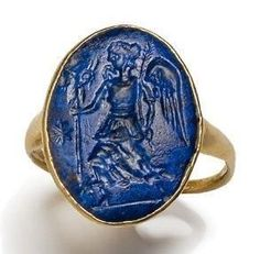 Gold ring set with an intaglio end of lapis lazuli engraved with Nike.