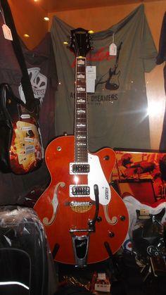 Bom dia! Guitarras elétricas e acústicas Gretsch, encontra no Salão Musical de Lisboa. Consulte o nosso site www.salaomusical.com