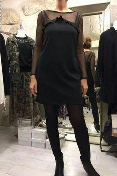 Robe de réveillon avec manches longues en dentelle. #robenoire#reveillon#dentelle#ledressingdaurelie.com