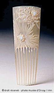 Horn comb with a carved orientalísimo chrysanthemums. Gaillard